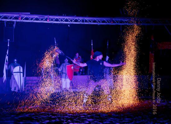 Firecircus-Laluz-Inszenierung-FeuerSaga2016-Galerie-002