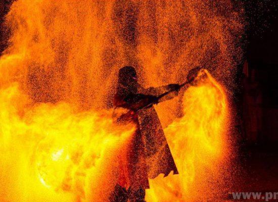 Firecircus-Laluz-Inszenierung-FeuerSaga2016-Galerie-006