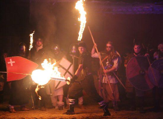 Firecircus-Laluz-Inszenierung-FeuerSaga2017-Galerie-004